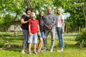 Deniss ar ģimeni