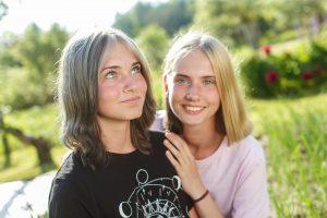 Denisa divas māsas